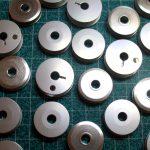 Ritelės sagų kilpų ir zigzago siuvimo mašinoms