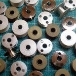 Ritelės dviejų adatų siuvimo mašinoms